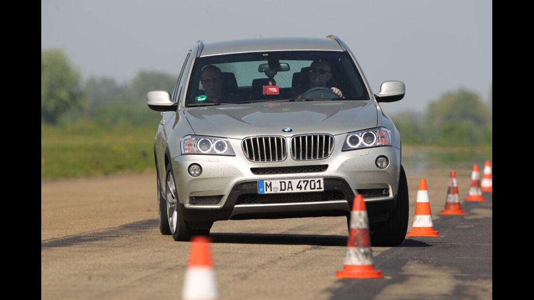 BMW X3 x-Drive 30d, Frontansicht, Slalom