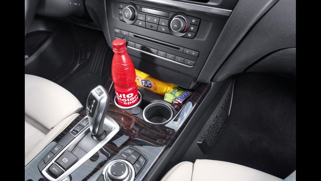 BMW X3 x-Drive 30d, Mittelkonsole, Getränkehalter
