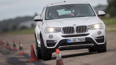 BMW X4 xDrive 35d, Frontansicht, Slalom
