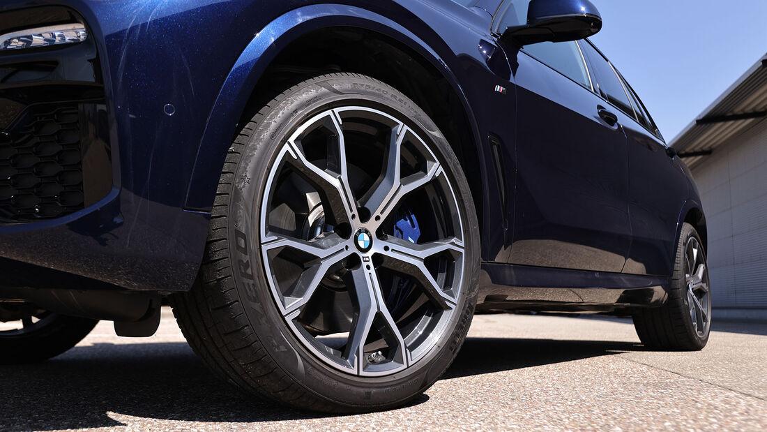 BMW X5 M50i, Range Rover Velar P550, ams 0321 Vergleichstest