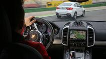 BMW X6 M50d, Porsche Cayenne S Diesel, Fahrersicht