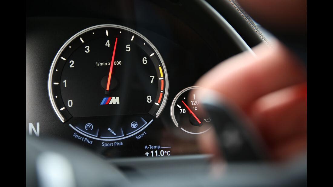 BMW X6M, Anzeigeinstrument
