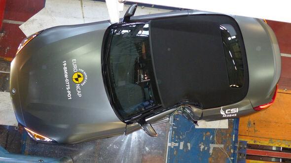 BMW Z4 - Pole crash test 2019 - after crash