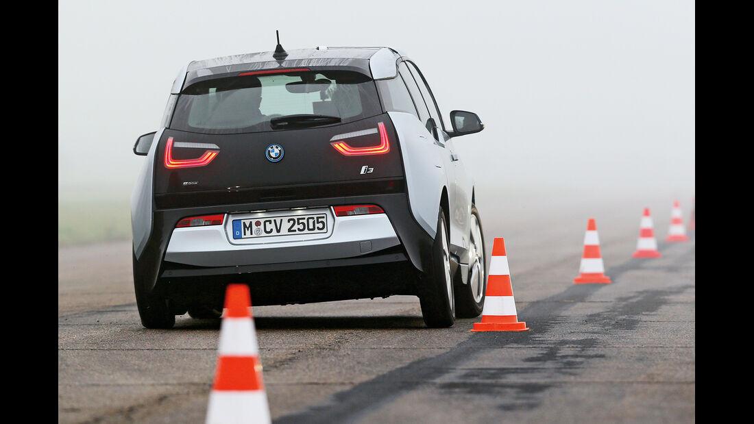 BMW i3, Heckansicht, Slalom