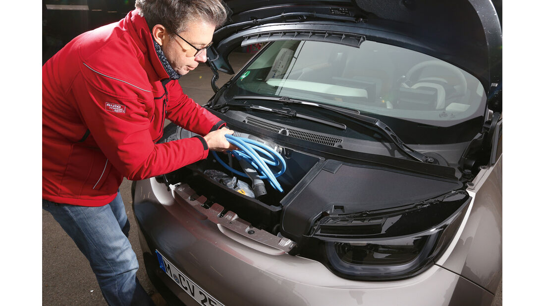 BMW i3 Range Extender, Fronthaube, Ladekabel