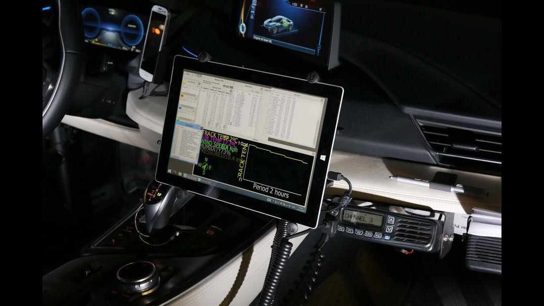 BMW i8 Safety Car, Bildschirm