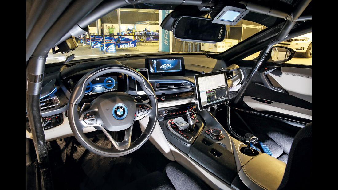 BMW i8 Safety Car, Cockpit