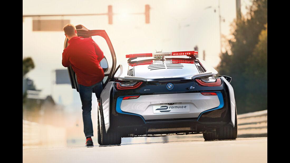 BMW i8 Safety Car, Einsteigen