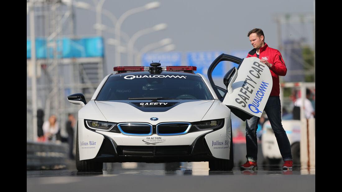 BMW i8 Safety Car, Flügeltür
