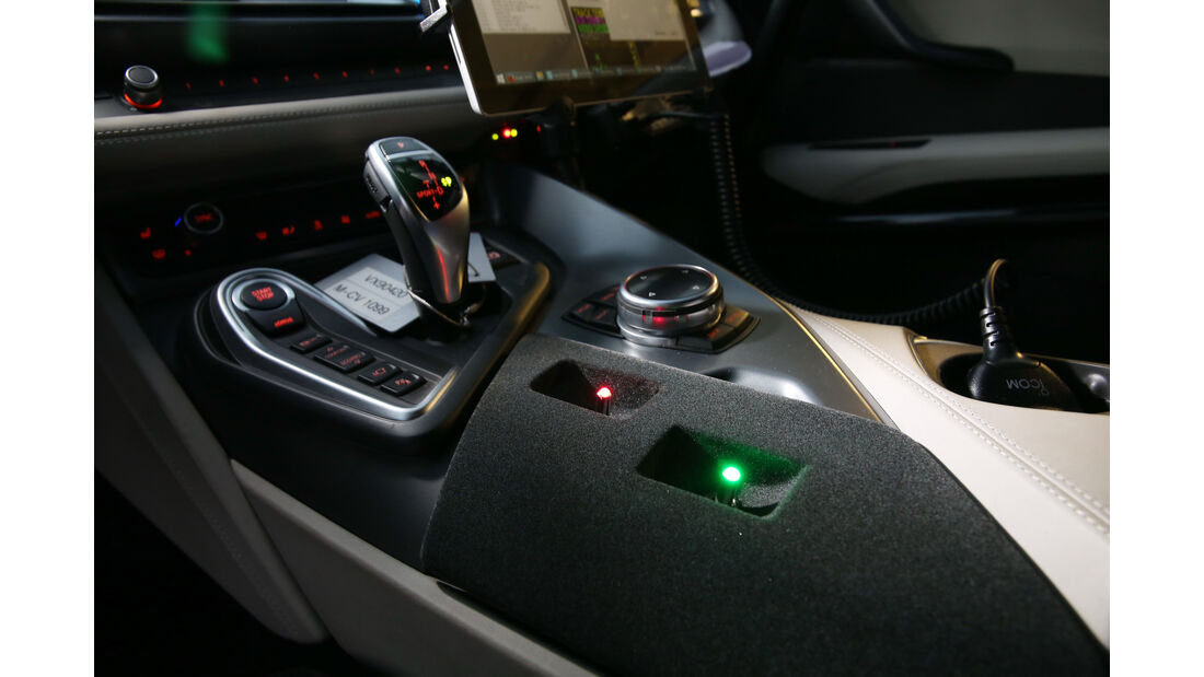 BMW i8 Safety Car, Mittelkonsole