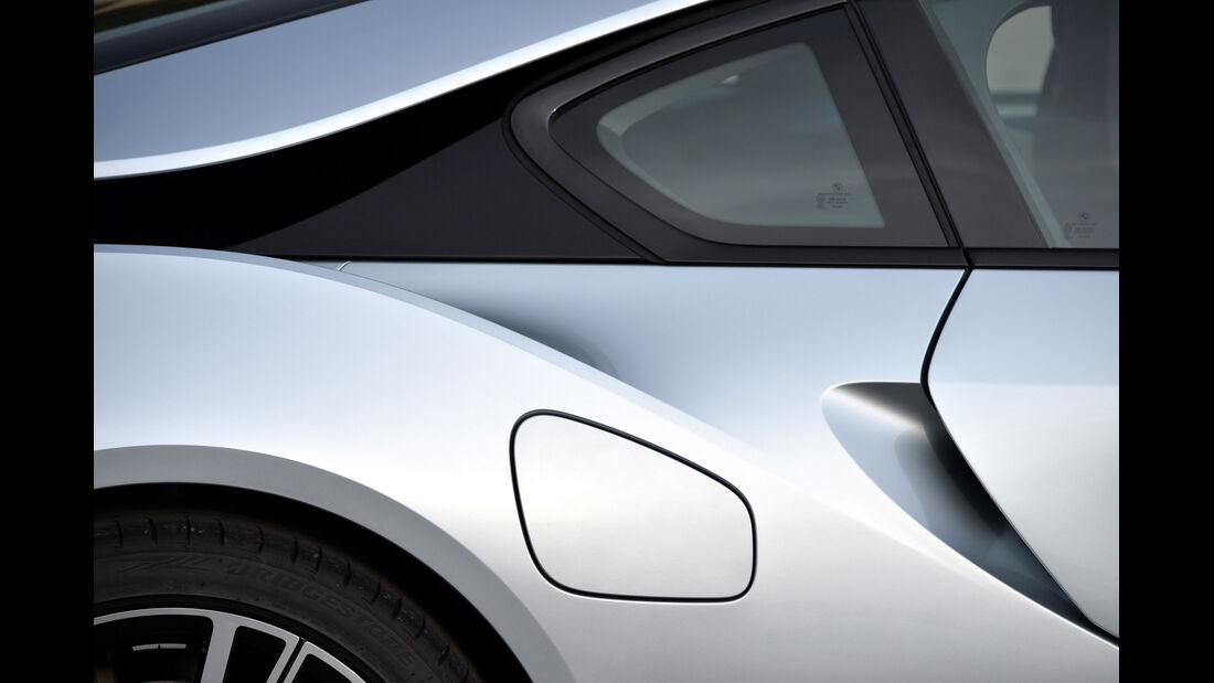 BMW i8, Seitenführung, Tankdeckel