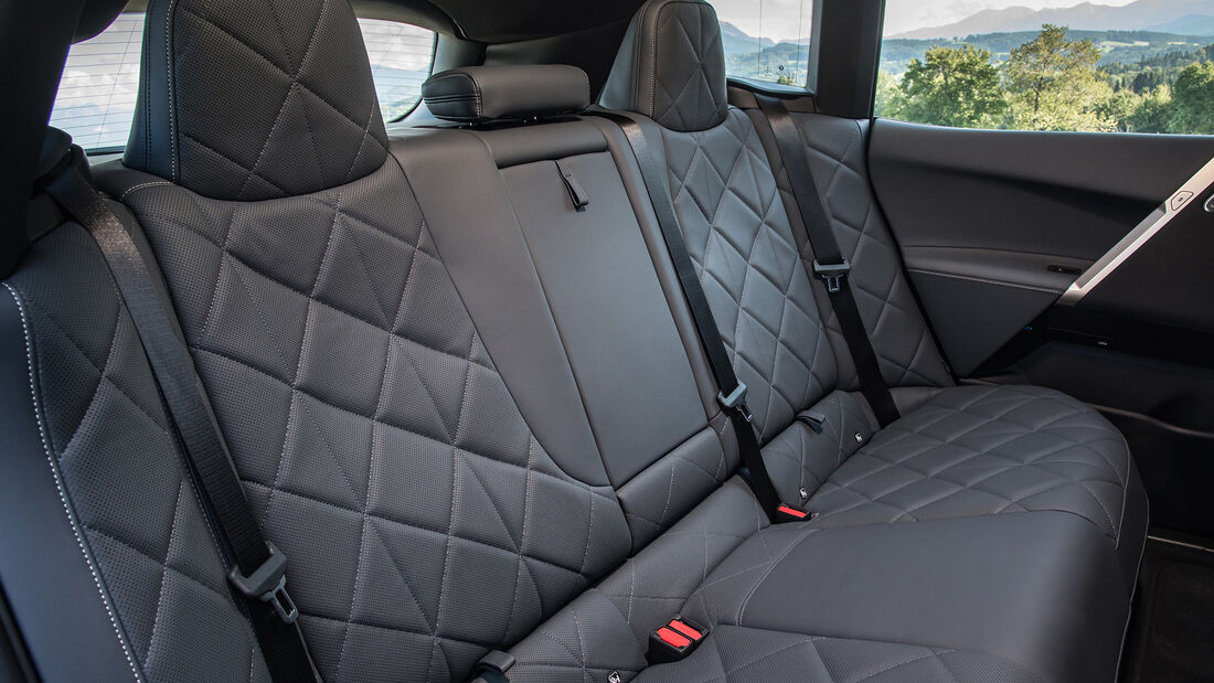 BMW iX xDrive i40 Mineral White