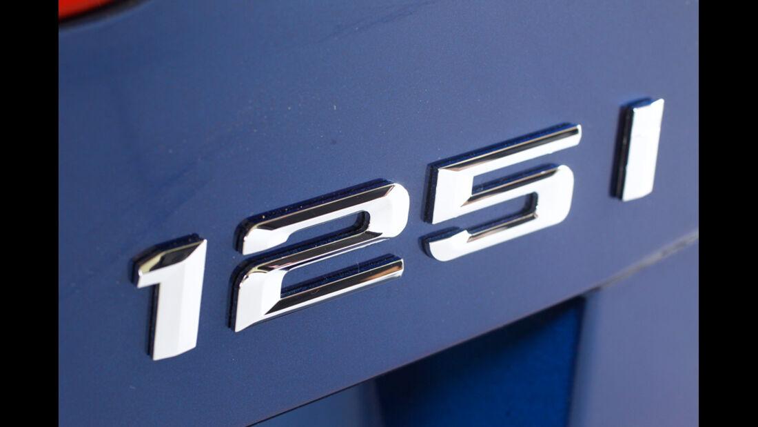 BMW125i Cabriolet, Typenbezeichnung, Emblem