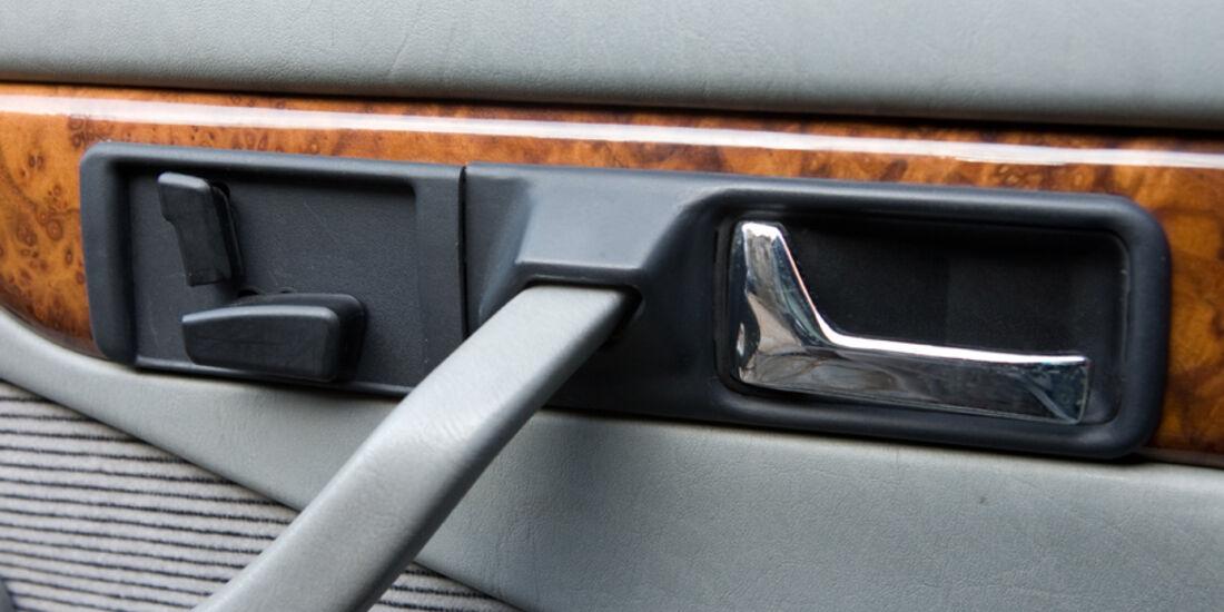 Bedien-Panel für elektrische Sitzverstellung im Mercedes-Benz 500 SEC-AMG, Baujahr 1982