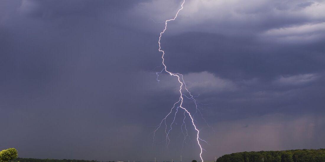 Bei Unwetter steigt für Autofahrer das Unfallrisiko.