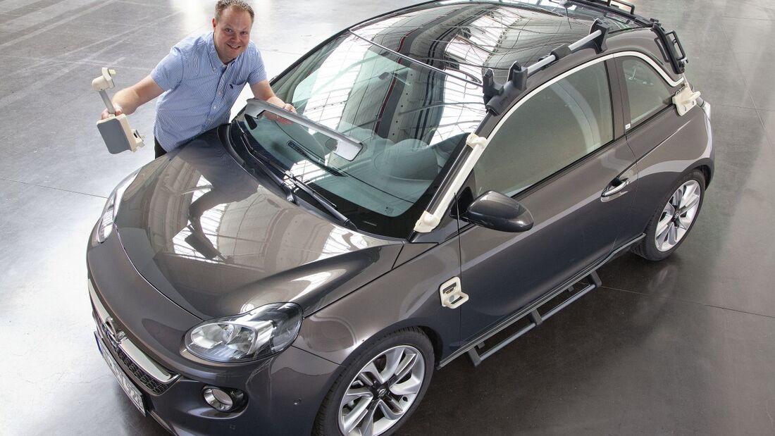 Bei der Montage des Adam Rocks setzt Opel 40 Werkzeuge aus dem 3D-Drucker ein.