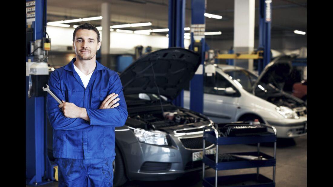 Bei neueren Autos ist die Fahrt in die Werkstatt häufig unumgänglich.