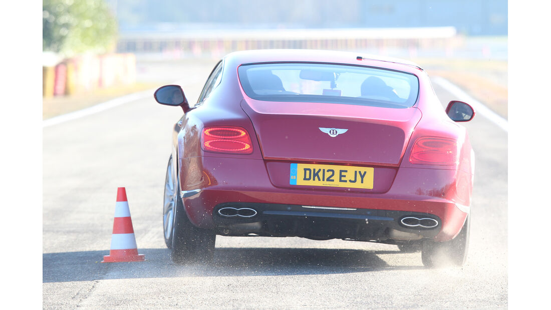 Bentley Continental GT V8, Heckansicht, Slalom
