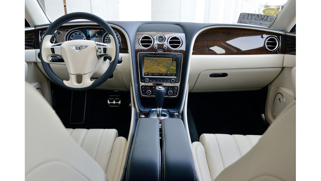 Bentley Flying Spur, Cockpit, Lenkrad, Mittelkonsole