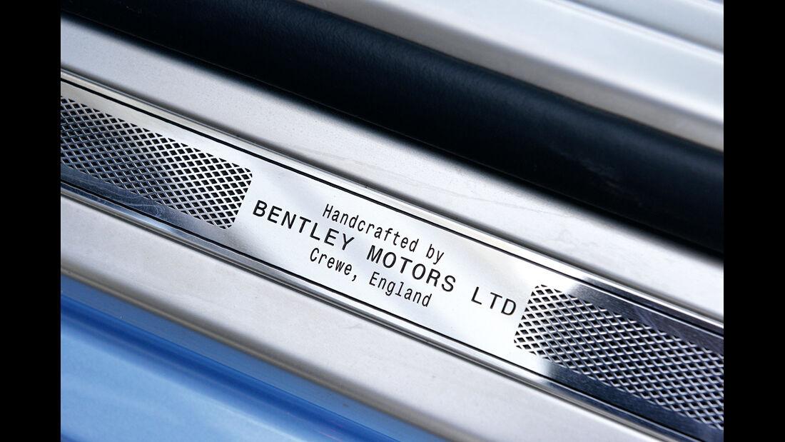 Bentley Flying Spur, Fußöeiste