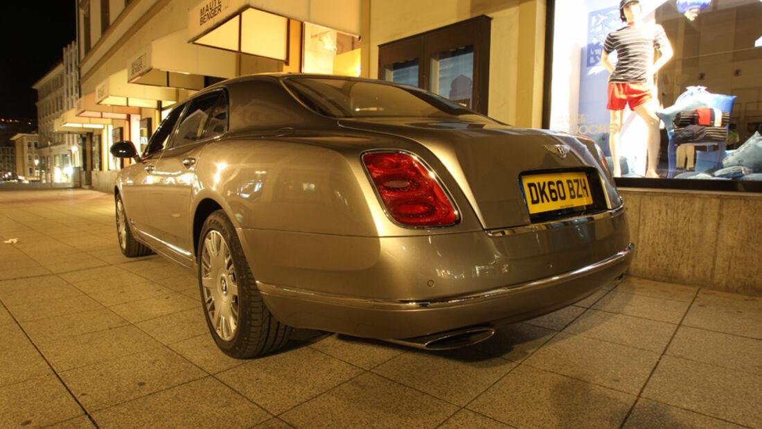 Bentley Mulsanne, schräg hinten, Stand, bei Nacht