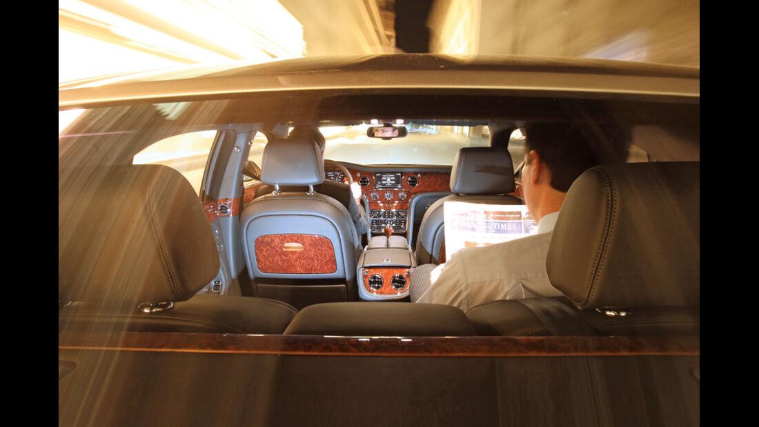 Bentley Mulsanne, von hinten, Fahrt, Fahrer, Detail