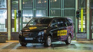 Berliner Verkehrsbetriebe (BVG) und ViaVan, ein Joint Venture von Mercedes-Benz Vans und Via