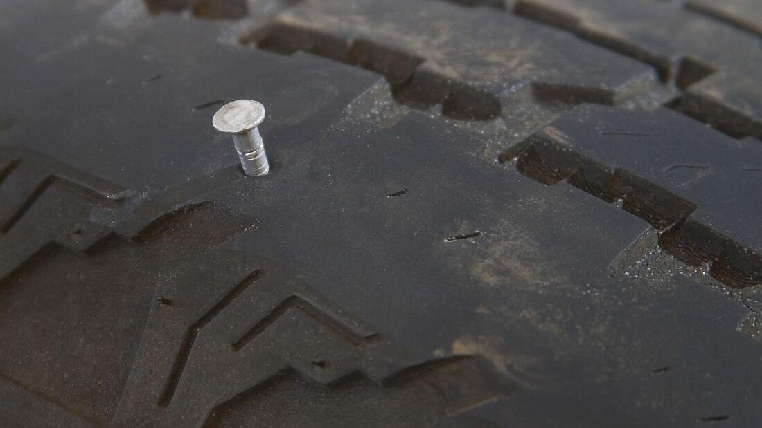 Beschädigte Reifen lassen sich in manchen Fällen reparieren.