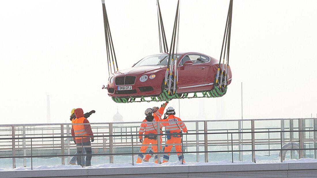 Bild des Tages Bentley fliegend