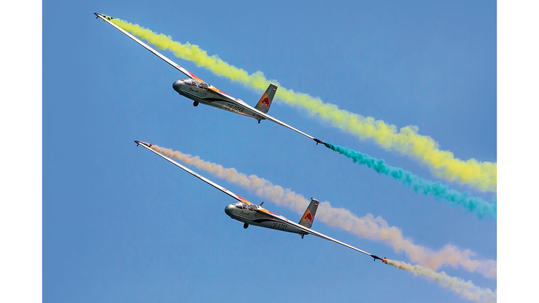 Blanik L13 - Segelflugzeug - Red Bull