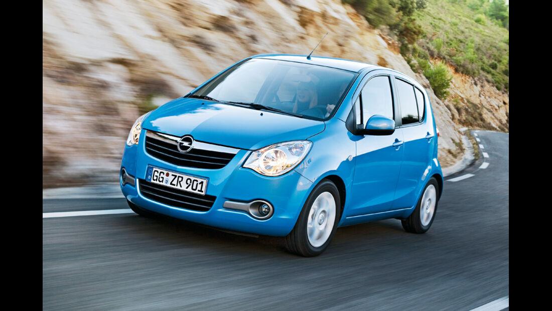 Blauer Opel Agila