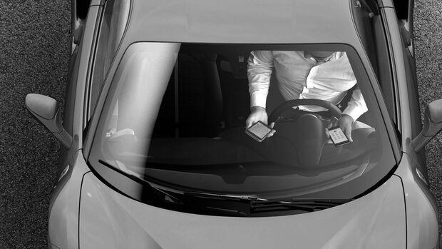 Blitzer Smartphone Topview Kamera Verkehr Recht Bußgeld Strafe