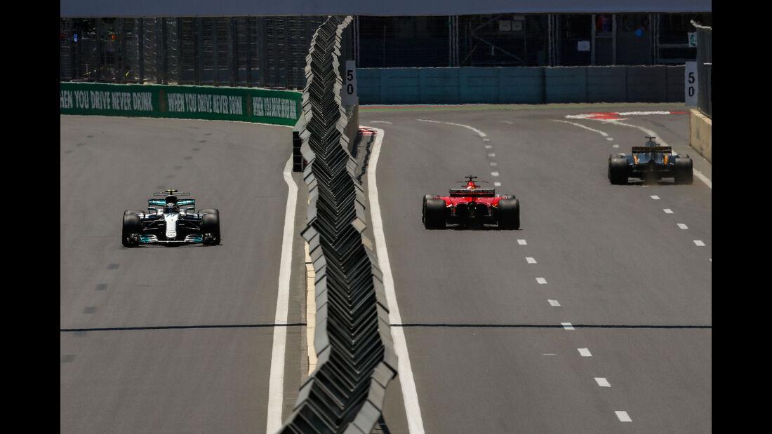 Bottas - Vettel - Formel 1 - GP Aserbaidschan 2017 - Training - Freitag - 23.6.2017
