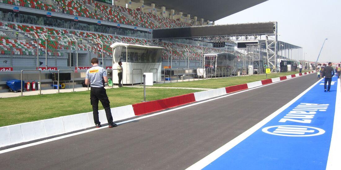 Boxengasse - Formel 1 - GP Indien - 25. Oktober 2012