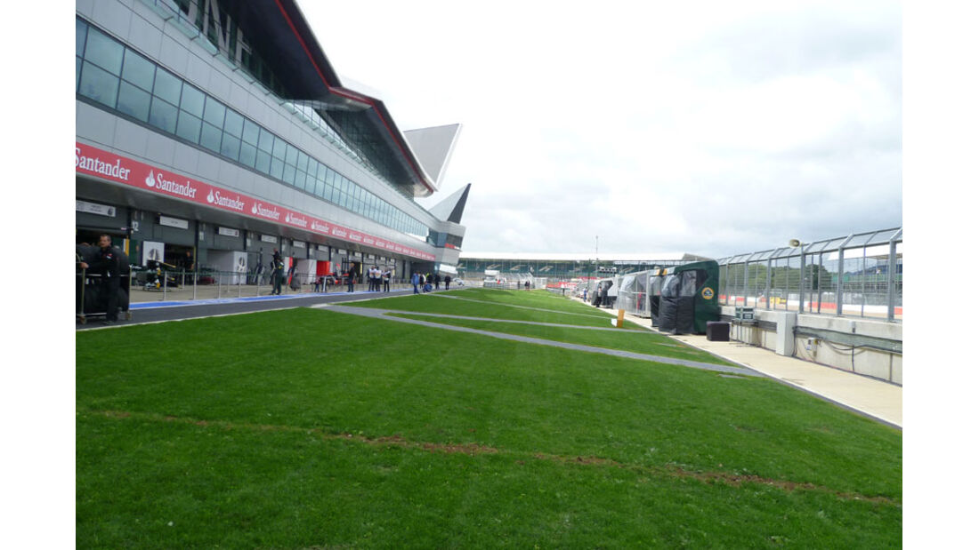Boxengasse - GP England - Silverstone - Do. 7. Juli 2011