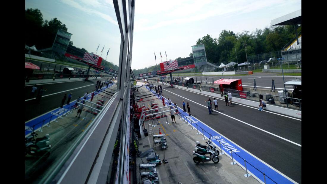 Boxengasse - GP Italien - 8. September 2011