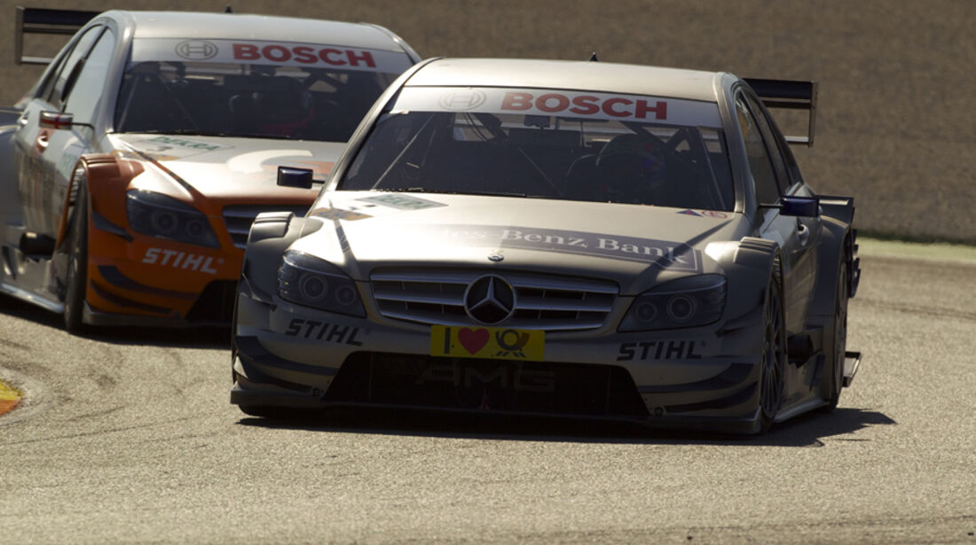 Bruno Spengler, Team HWA AMG Mercedes C-Klasse, vor Gary Paffett auf Salzgitter AMG Mercedes C-Klasse