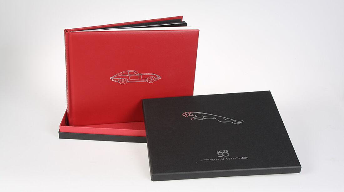 Buch Leder gebunden präsentiert 50 Jahre Jaguar E-Type