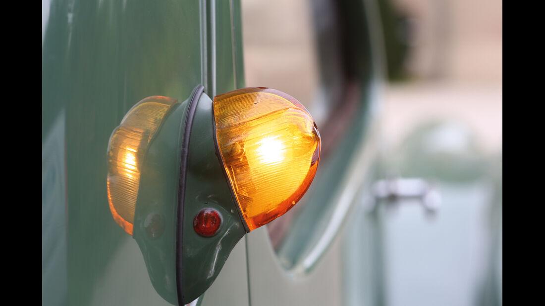 Bugatti 57 C Vanvooren, Seitenblinker