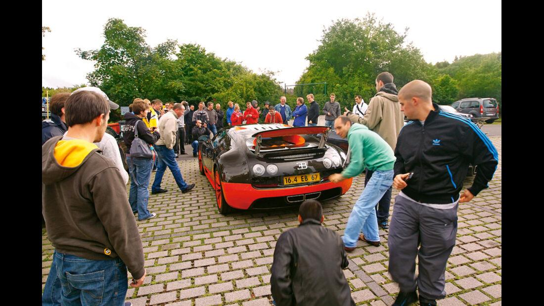 Bugatti Veyron 16.4 Super Sport, Heck, Rückansicht, Zuschauer
