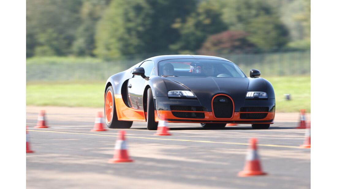 Bugatti Veyron 16.4 Super Sport, Slalom, Front