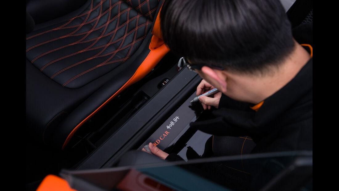 Bugatti Veyron Grand Sport Vitesse, Rekordfahrt, Unterschrift