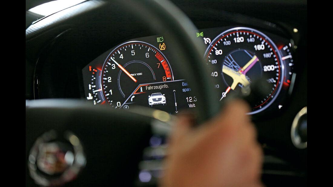 Cadillac CTS 2.0T AWD, Rundinstrumente