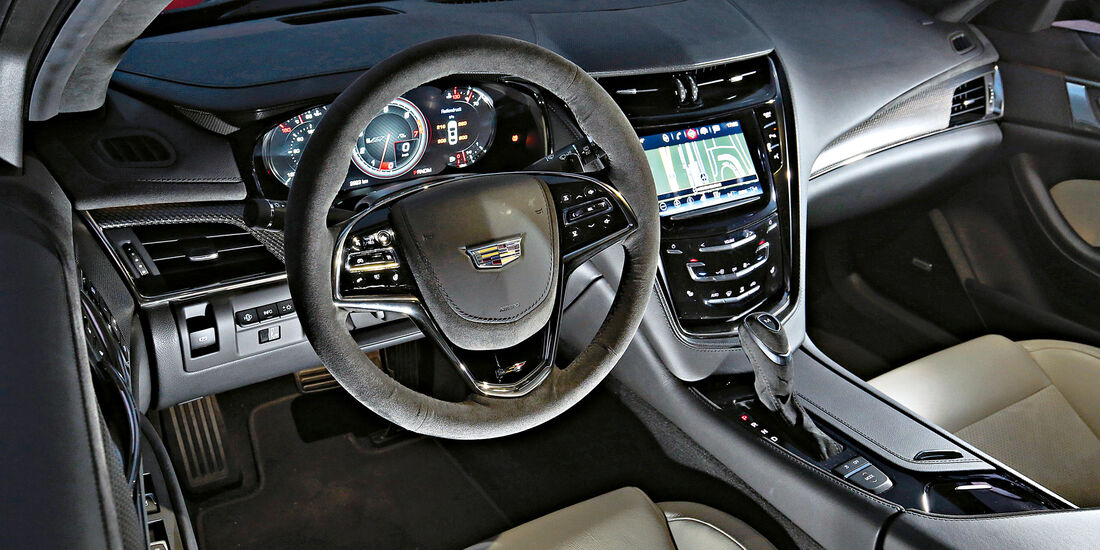 Cadillac CTS-V, Cockpit