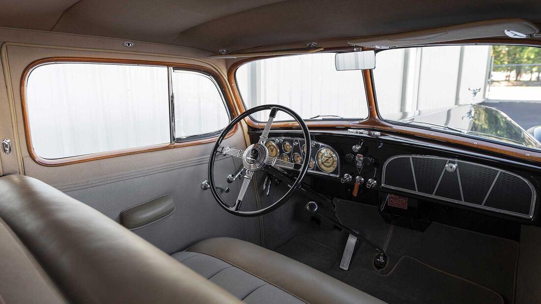 Cadillac V16 Town Sedan (1936)