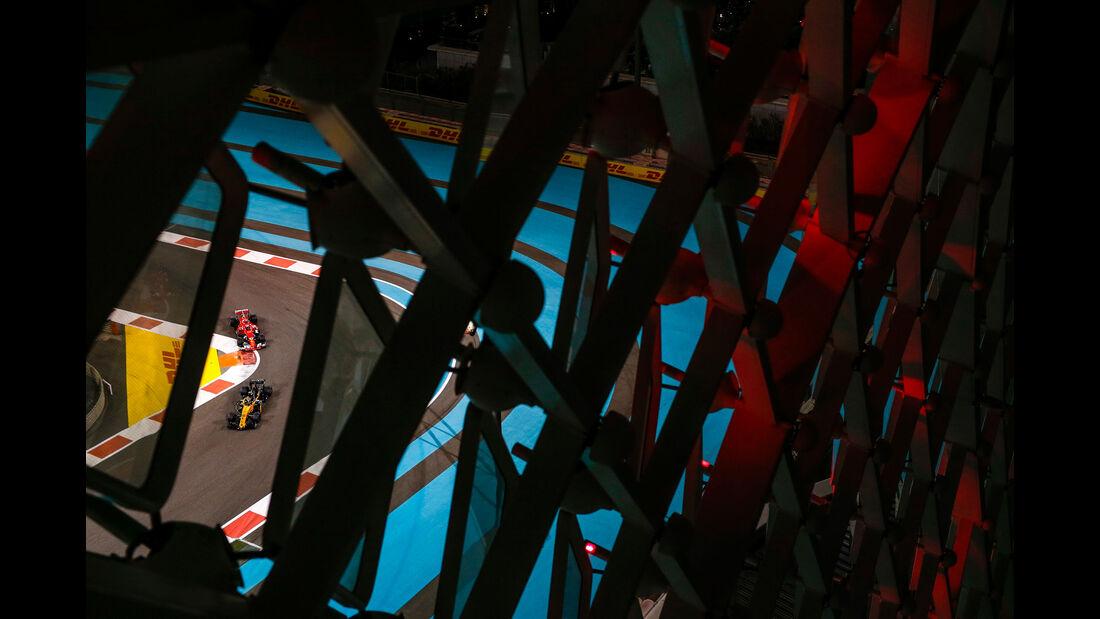 Carlos Sainz - Kimi Räikkönen - Abu Dhabi - Formel 1