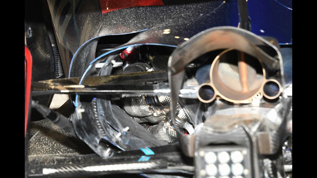 Carlos Sainz - Toro Rosso - Crash - GP Bahrain - Formel 1 - 2017