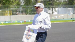 Charlie Whiting - GP Mexiko 2015 - Inspektion