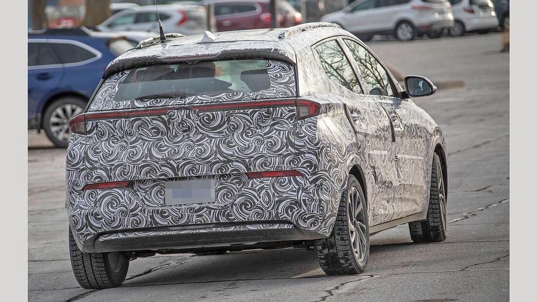 Chevrolet Bolt Crossover Erlkönig