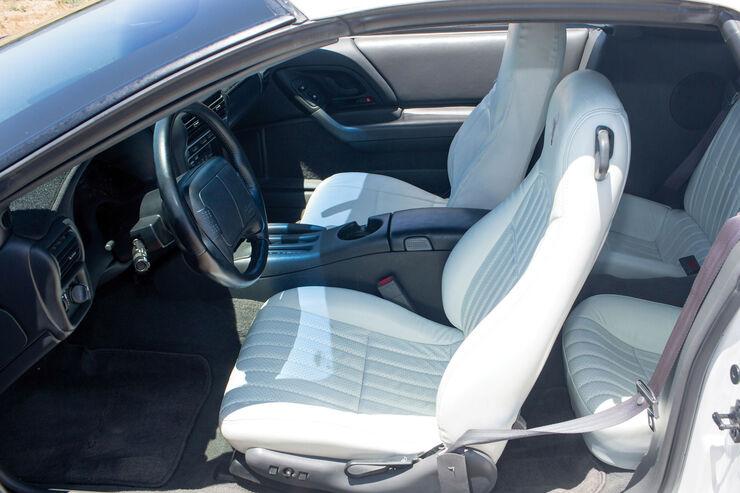16 schreckliche auto innenr ume auto motor und sport. Black Bedroom Furniture Sets. Home Design Ideas